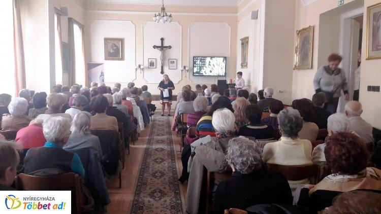Idősek Akadémiája - megtartották az első előadást a Római Katolikus  Plébánia dísztermében