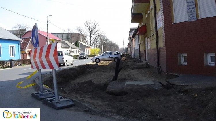 Hosszú időn át korlátozott lesz a gyalogosforgalom, kerékpárút építése miatt