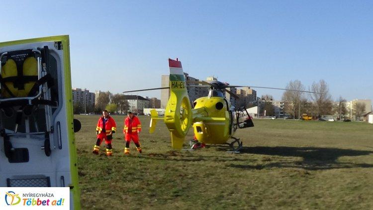 Kilenc sérült - Árokban dolgozó közmunkások közé csapódott egy gépkocsi Papon