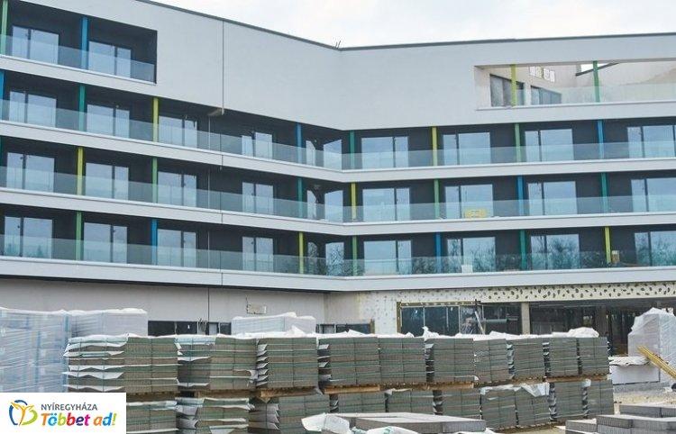 Videóval!  – Hamarosan megnyílhat Nyíregyháza 123 szobás, négycsillagos szállodája