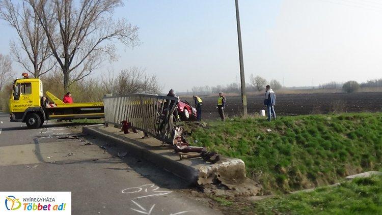 Megrázó felvételek a vasárnap hajnalban történt halálos baleset helyszínéről