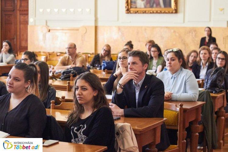 Tizenegyedik alkalommal ülésezett a Megyei Diákparlament – A fiatalok érdekeit képviselik