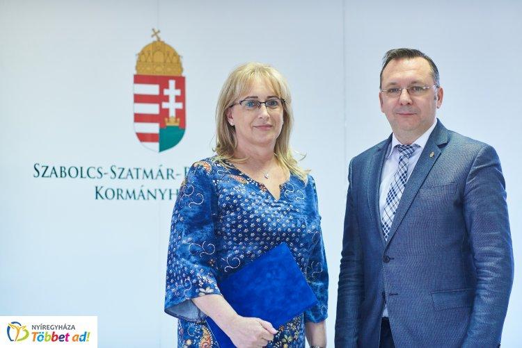 Új tisztifőorvos Szabolcs-Szatmár-Bereg megyében – A kormánymegbízott adta át a kinevezést