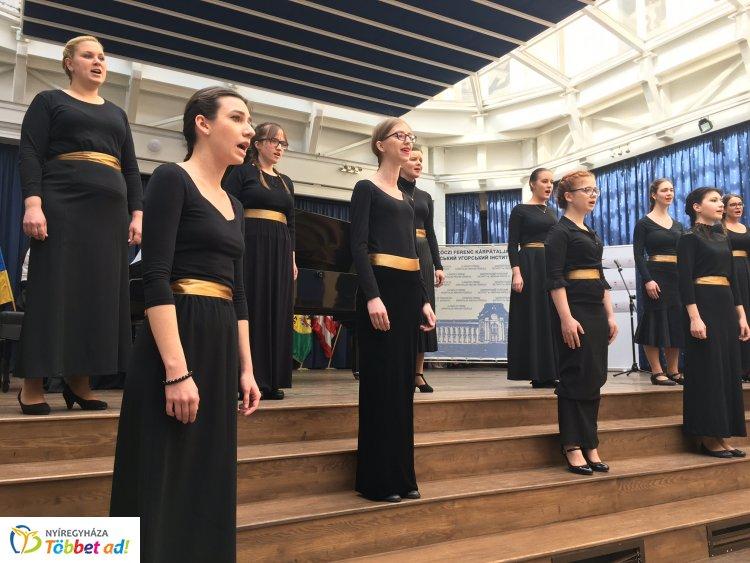 Sikeresen szerepelt Beregszászon a Nyíregyházi Egyetem Zenei Intézetének Gaudemus Kórusa