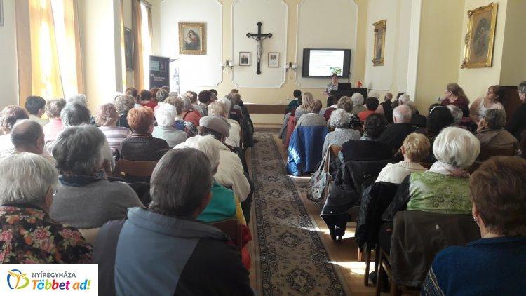 A Római Katolikus Plébánia dísztermében rendezték meg az Idősek Akadémiája találkozóját