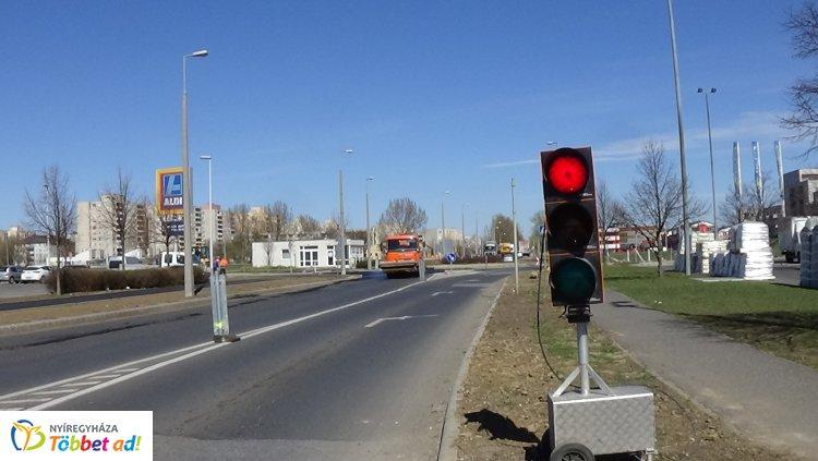 Megkezdődött az aszfaltozás a Törzs utcán a Semmelweis és az Orosi út között
