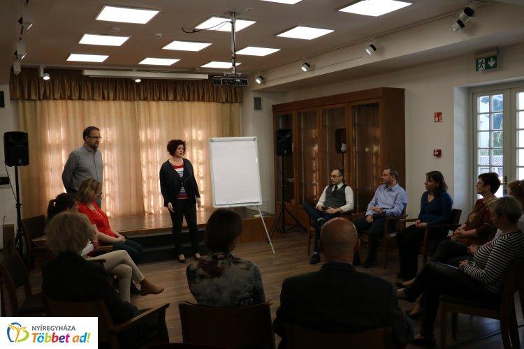 Stresszkezelő tréning a bírósági dolgozóknak – A Bencs Villában rendezték meg az eseményt