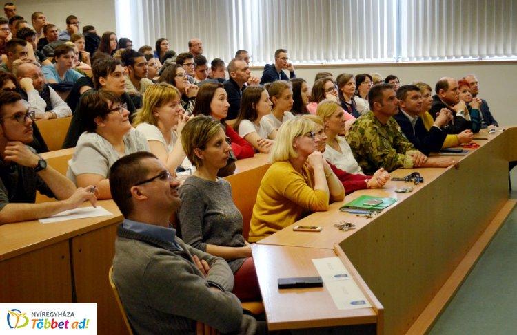 Mindenre hatással van az internet - Prof. Dr. Kovács László tartott erről előadást