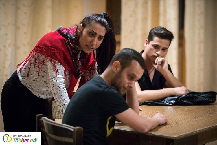 Legalább nulláról kezdeni – Amatőr színészek az adósságcsapda ellen