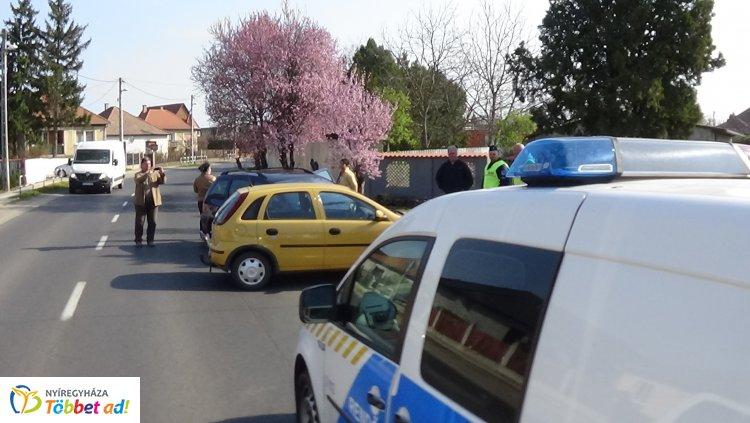 Baleset történt Nyírtura belterületén, kórházba szállították az egyik jármű sofőrjét