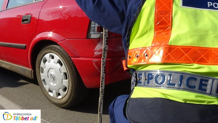 Figyelmetlenül tolató sofőr okozott balesetet a Búza téri parkolóban, jelentős a kár