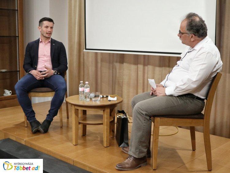 A fociról beszélgettek a Bencs Villában – Rudolf Gergely volt a Többszemközt vendége