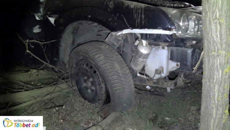 Felborult járművével a Nagykálló külterületén balesetező sofőr – Kórházban ápolják