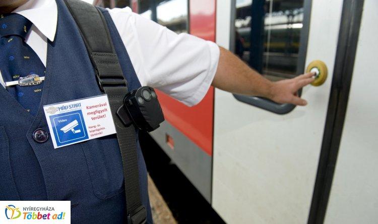 Testkamerát kapnak a vasúti jegyvizsgálók – Ősztől akár országosan is