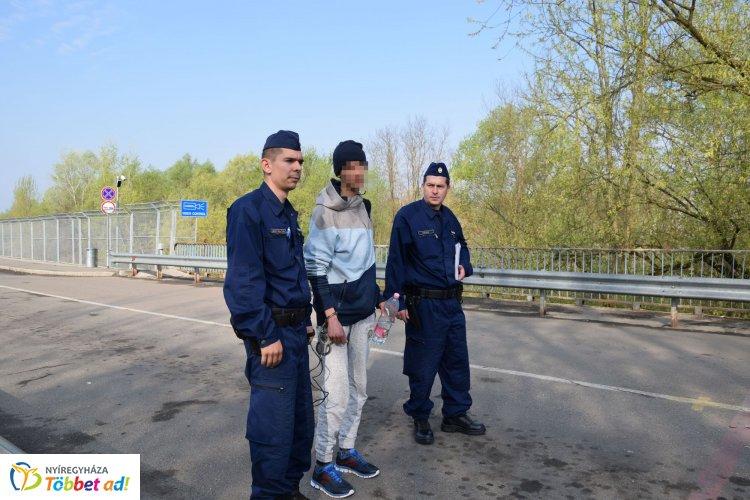 Átadták az algír határsértőt az ukrán hatóságoknak – Illegálisan lépett be az országba
