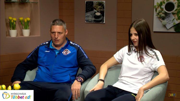 Történelmet írtak – Dobó-Nagy Boglárka focista és edzője, Makay Robin a Sziesztában