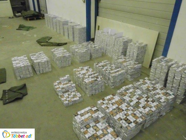 88 millió forintot érő cigit rejtettek a zsákok – Kamion röntgen megtalálta