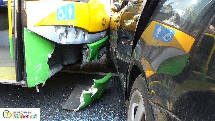 Autóbusszal ütközött – Négy sérültje van a Bocskai utcában történt balesetnek