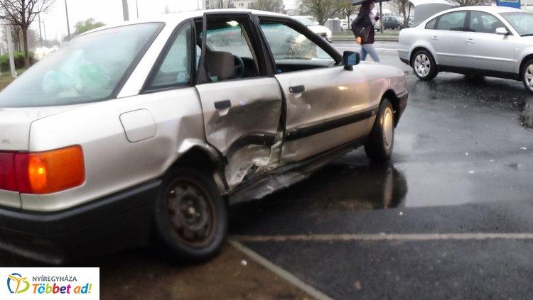 Kórházba szállították a Törzs utcai balesetben megsérült személyt