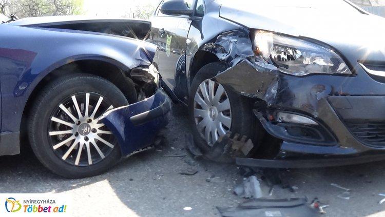 Baleset történt a 4-es számú főút belvárosi szakaszán is hétfő délután