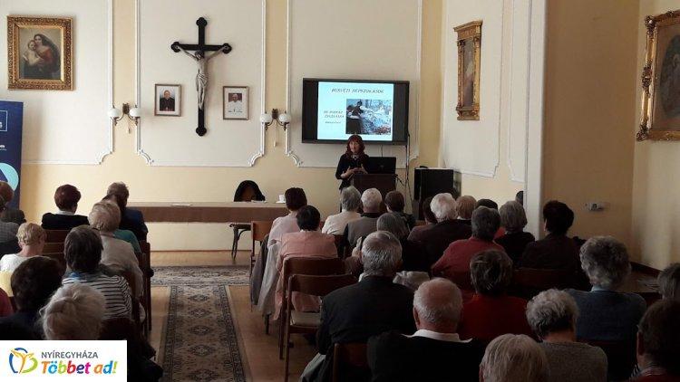 Dr. Bodnár Zsuzsanna néprajzkutató volt az Idősek Akadémiájának vendége