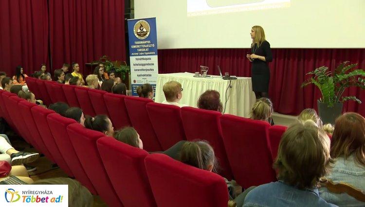 53. Magyar Nyelv Hete – A Corvinus Egyetem nyelvésze Nyíregyházán tartott előadást