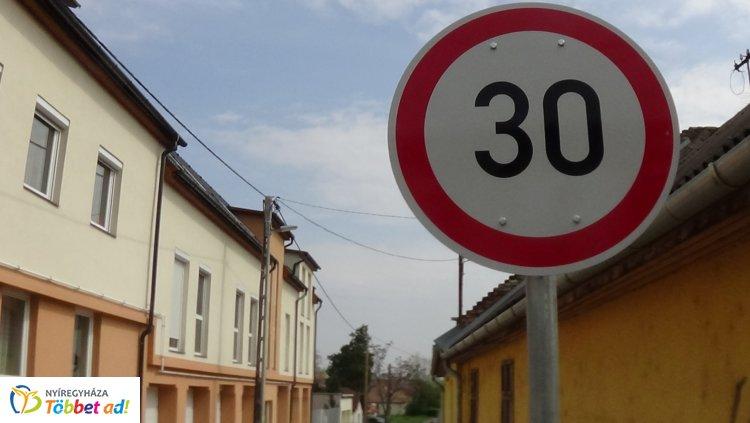 Közlekedők figyelem! 30-as sebességkorlátozás a Belső körúton