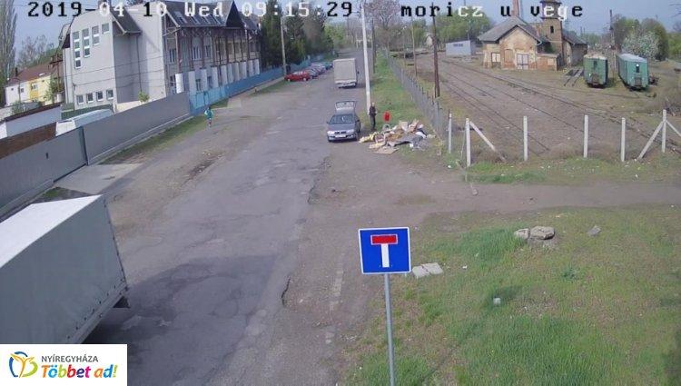 Ismét szemétlerakót értek tetten a közterület-felügyelők a térfigyelők felvételei alapján