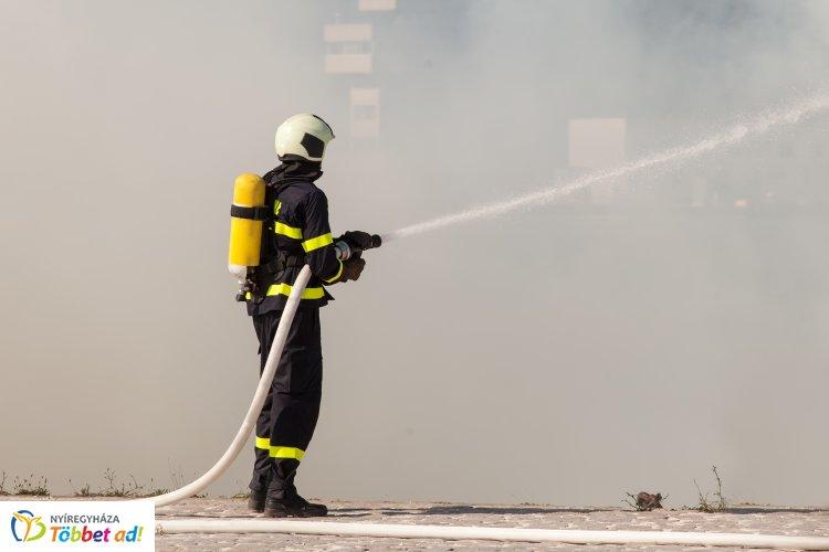 Hat szabadterületen bekövetkezett tűzesetnél avatkoztak be a megye tűzoltói csütörtökön