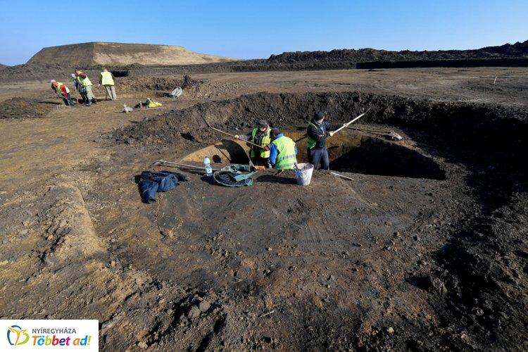 Szarmata jelek a föld alól két megyében - Meglékelt koponya is előkerült