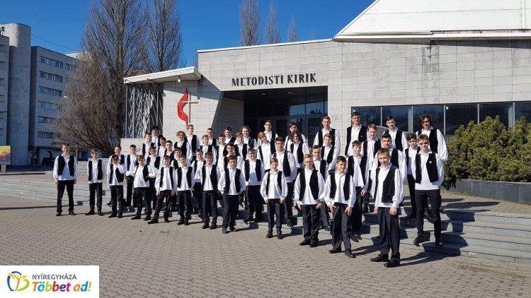 Elsöprő sikert aratott az észtországi Tallinban a Szabó Soma vezette Cantemus Fiúkórus