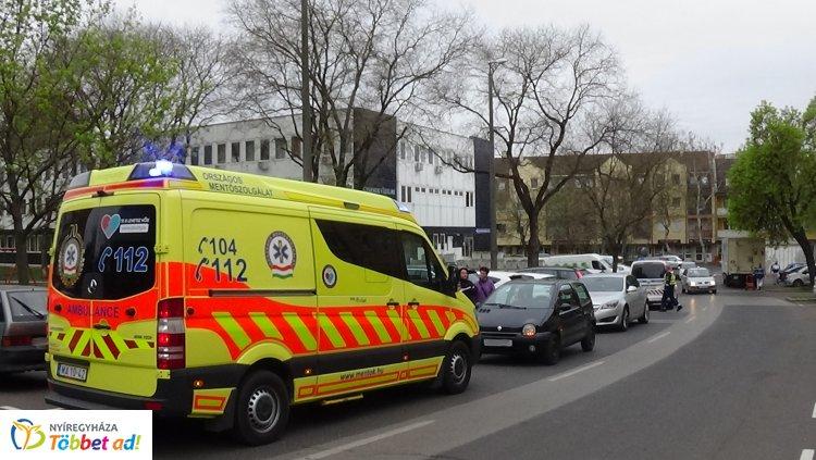 Elgázoltak egy autók mögül kilépő kislányt a Dob utcán, kórházba szállították