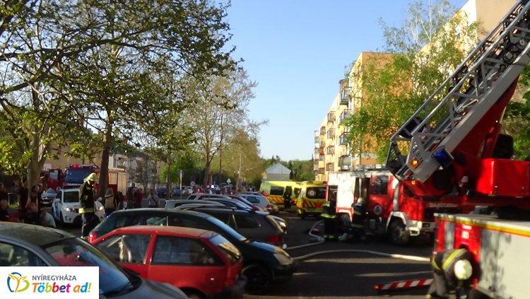 Újabb társasházi lakásban ütött ki tűz – Videóért kattintson ide!