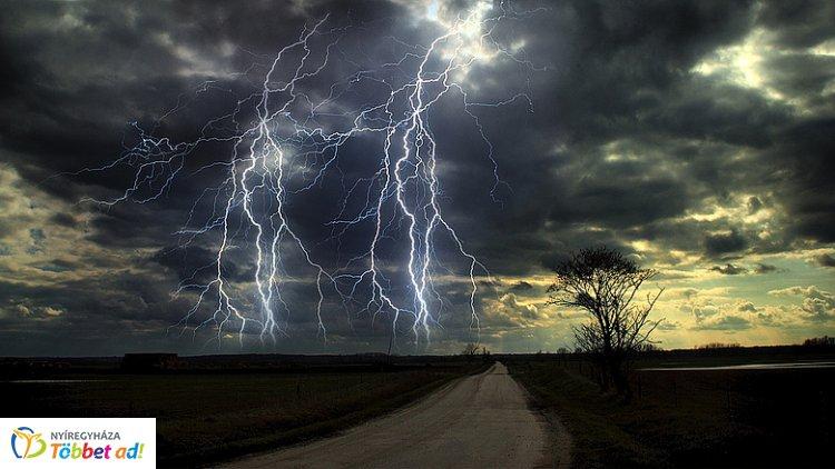 Viharos szél vet véget a jó időnek, országos esőt is hoz a hidegfront