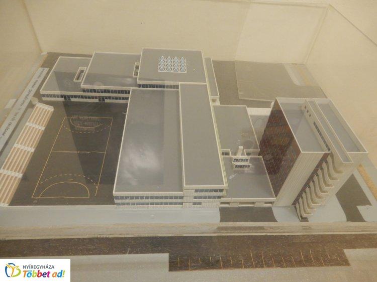 A Bánki középiskola épülete - Funkcionalizmus biológiai szimbiózissal