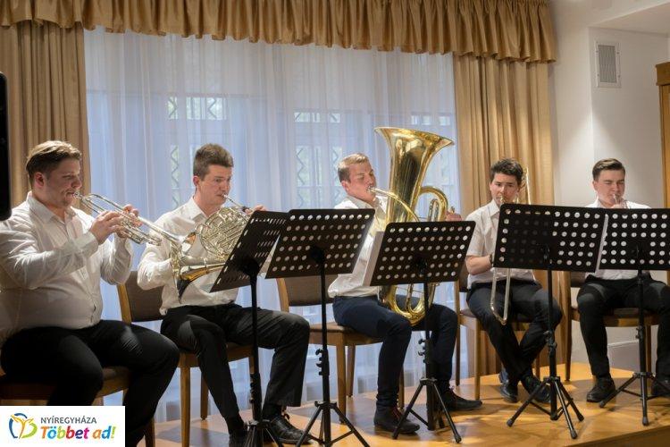 Ifjú művészek zenés estje a Bencs Villában – Vissza a barokkba!