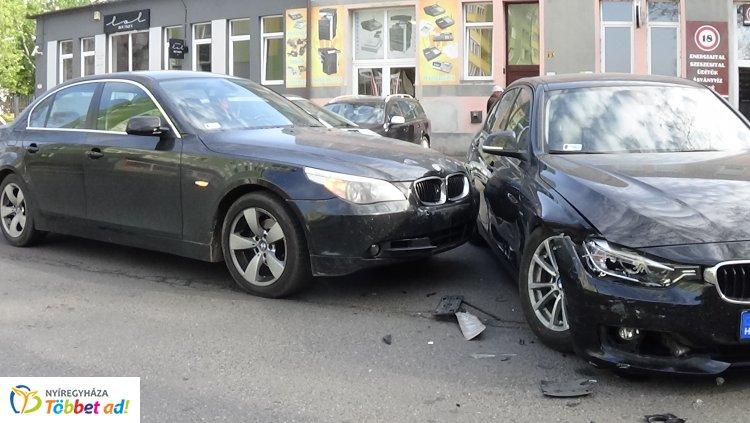 Jelentős az anyagi kár az Árok és Búza utca csomópontjánál történt balesetben