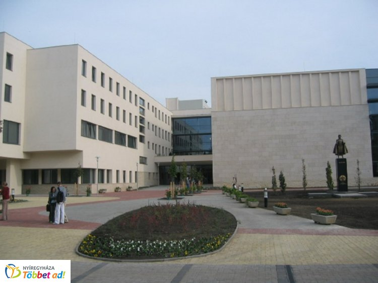 Együttműködési megállapodást írt alá a honvédelmi államtitkár és az egyetem rektora