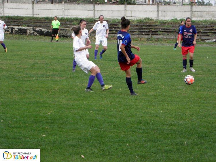 Hét gól a női focimeccsen - a második hely volt a tét az Újpest ellen
