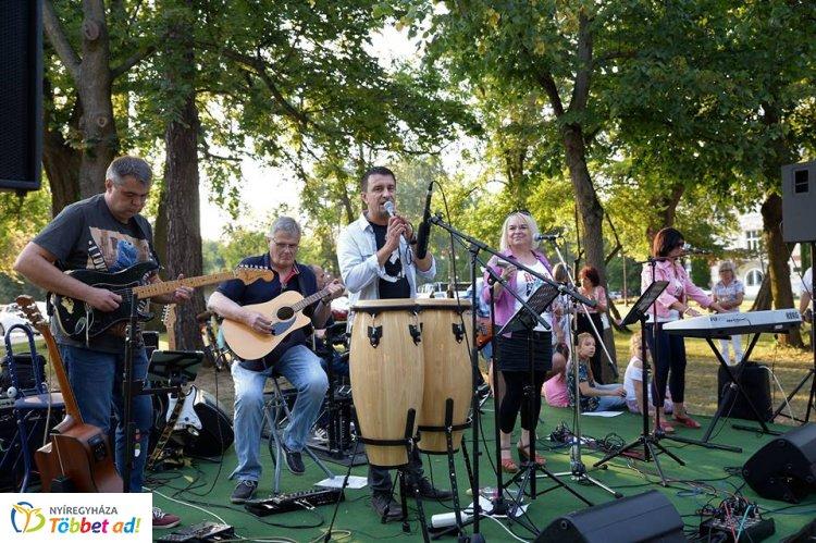 Mentha Project - Együtt zenél többek között az orvos, az autószerelő és a vívó szakedző