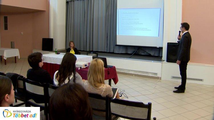 Együtt a fejlesztésben az esélyteremtésért címmel rendeztek konferenciát városunkban