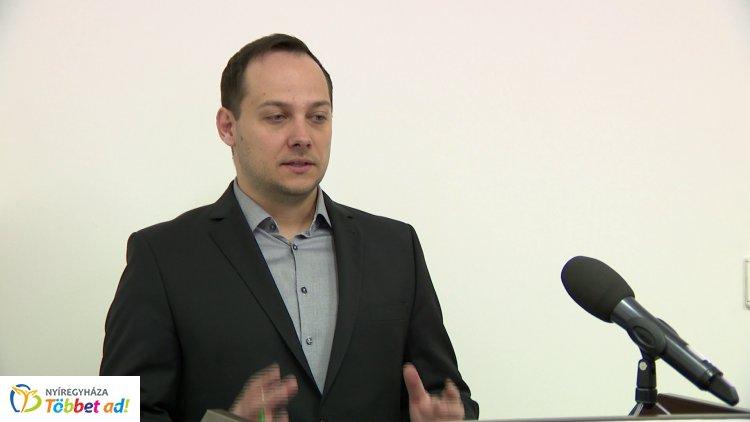 Közgyűlés után címmel tartott sajtótájékoztatót Lengyel Máté