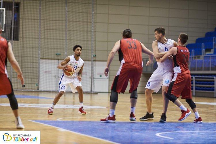 Kosárlabda rájátszás - szoros meccsen a Veszprém nyerte az első meccset