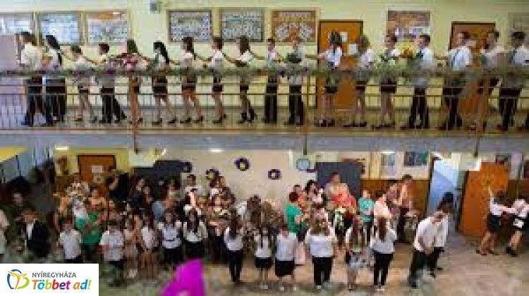 Országszerte elkezdődnek a ballagások és az érettségi vizsgák