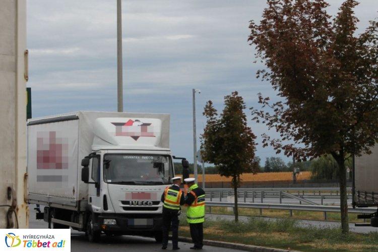 Átfogó közlekedésrendészeti ellenőrzést tartottak a hatóságok az M3-as autópályán