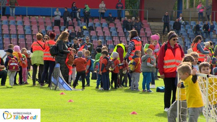Ovifoci - teljesen megtelt a Városi Stadion a sportoló kicsikkel!