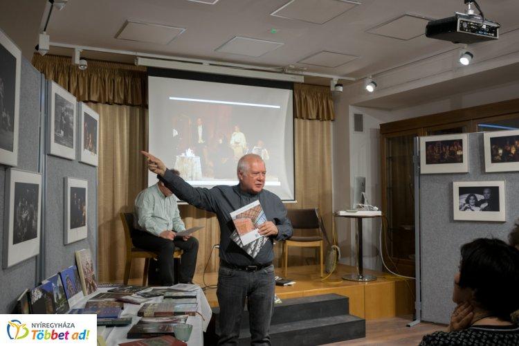 Mindene a filmezés és a fotózás – Csutkai Csaba volt a Többszemközt vendége
