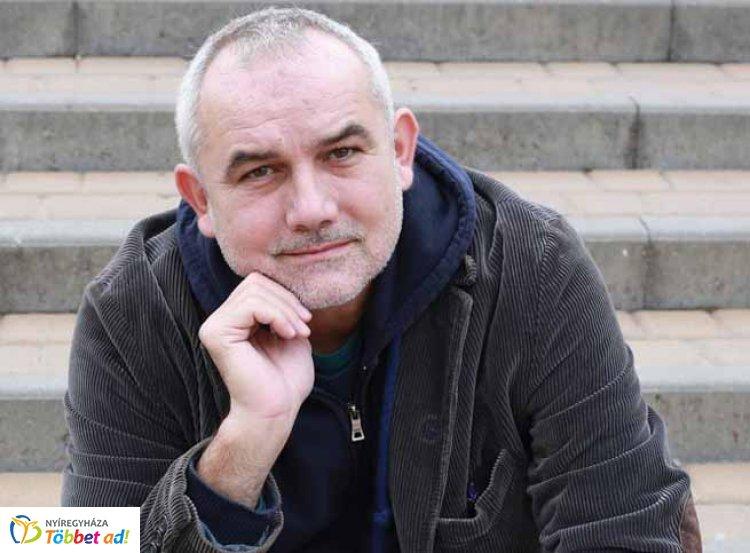 Darvasi László tárcaíró, novellista és regényíró lesz a Művészasztal tizedik vendége
