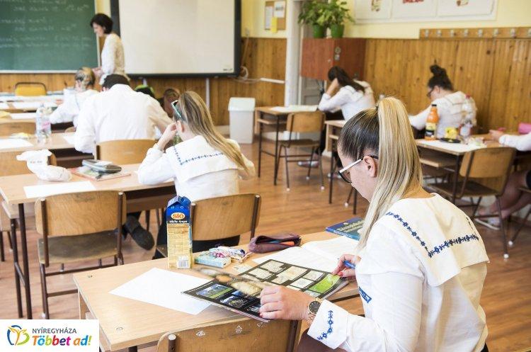 A magyar írásbelikkel folytatódnak az érettségi vizsgák – 111 100 diákért izgulhatunk idén