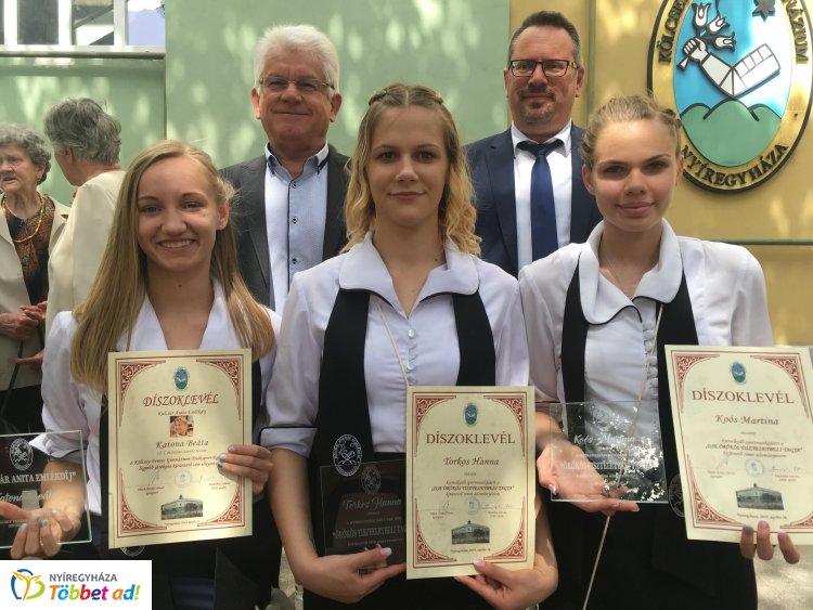 Díjazott sportolók - elismerések a Kölcsey Gimnázium ballagásán